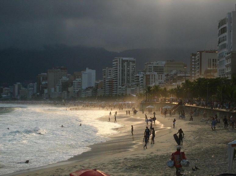 Impanema Beach no copyright photographer Zinneke